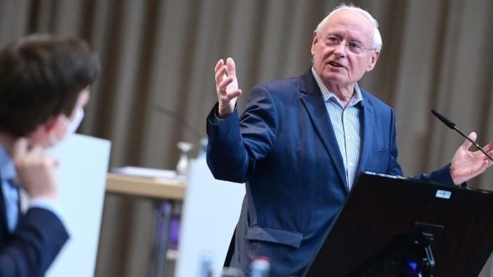 Plenarsitzung des Saarländischen Landtages am Montag (15.02.2021) in der Saarlandhalle in Saarbrücken. Im Bild: Oskar La
