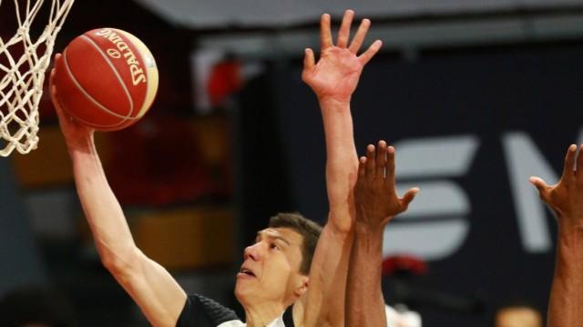 11 Vladimir Lucic (FCBB) weiss gegen 7 Jamel McLean (Ludwigsburg) Basketball, 1. Bundesliga, BBL, Playoff, Spiel 3, FC B; Vladimir Lucic