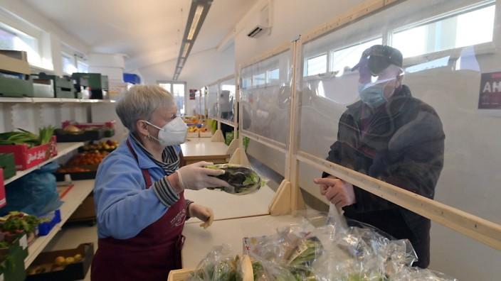 Lebensmitteltafeln: Die Tafeln im Landkreis München haben mit ihren guten Kontakten zu Spendern automatisch auch für die Coronakrise vorgesorgt. Sie können noch immer alle Kunden gut versorgen.
