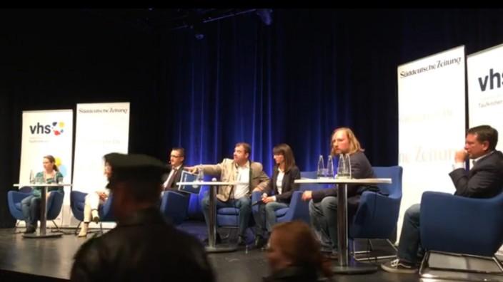 Pistolenfrau zielt in Taufkirchen auf CSU-Abgeordneten Florian Hahn