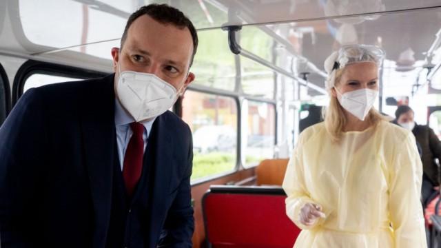 Coronavirus - Bundesgesundheitsminister Spahn eröffnet Testbus