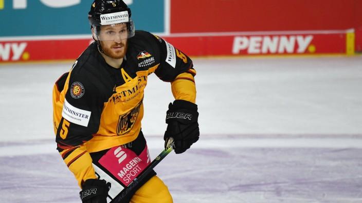 05.11.2020, xjhx, Eishockey Deutschland Cup 2020, Deutschland - Deutschland Team Peking emspor, v.l. Korbinian Holzer (D