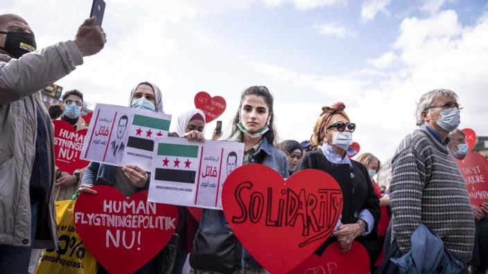 En raekke organisationer demonstrerer for syrerne i Danmark paa Raadhuspladsen i Koebenhavn den 19 maj 2021. Protesterne