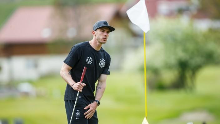 Robin Gosens (Deutschland) auf dem Golfplatz, Trainingslager Seefeld, Deutsche Nationalmannschaft, Fussball, 03.06.2021