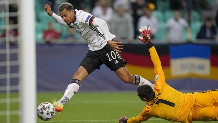 EM-Finale: Umsonst gestreckt: Portugals Torwart Costa kann das 1:0 durch Lukas Nmecha nicht verhindern.