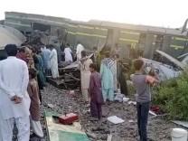 Pakistan: Mehr als 40 Tote bei Zugunglück