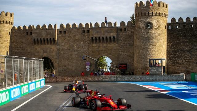 Formula 1 2021: Azerbaijan GP BAKU CITY CIRCUIT, AZERBAIJAN - JUNE 06: Charles Leclerc, Ferrari SF21, leads Max Verstapp