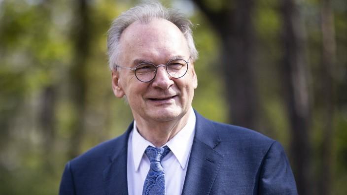 Reiner Haseloff, CDU, Ministerpraesident von Sachsen-Anhalt, aufgenommen im Rahmen der Besichtigung einer Aufforstungsfl