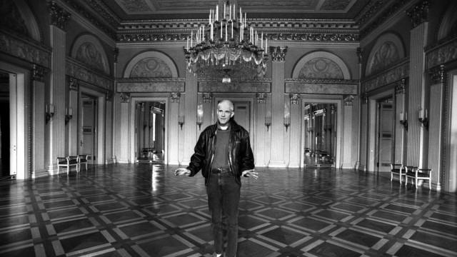 Sir John Peter Jonas (1946 - 2020) britischer Kulturmanager und Opernintendant. Von 1993 bis 2006 Staatsintendant der B