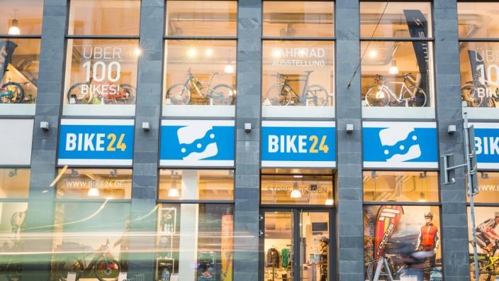 Der Bike24 Laden auf der Kesselsdorfer Straße in Dresden *** The Bike24 store on the Kesselsdorfer