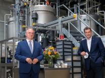 Ministerpräsidenten Haseloff und Söder besuchen Leuna