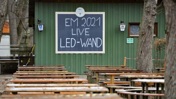 Geschlossener Biergarten in München wegen Corona-Pandemie, 2020