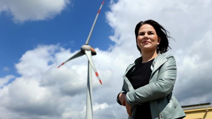 Lebenslauf: Die grüne Kanzlerkandidatin Annalena Baerbock war etwas ungenau bei ihrem Lebenslauf. Inzwischen hat sie sich dafür entschuldigt.
