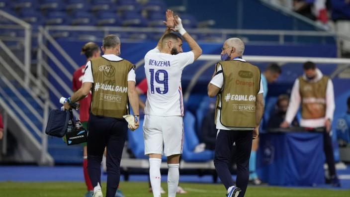 Fußball-EM 2021: Musste gegen Bulgarien noch vor der Halbzeit verletzt ausgewechselt werden: Frankreichs Stürmer Karim Benzema.