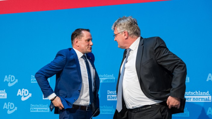 AfD: Zwei Vorsitzende, zwei Flügel: Tino Chrupalla steht dem rechten Lager der AfD nahe, sein Co-Chef Jörg Meuthen (rechts) dem gemäßigten.