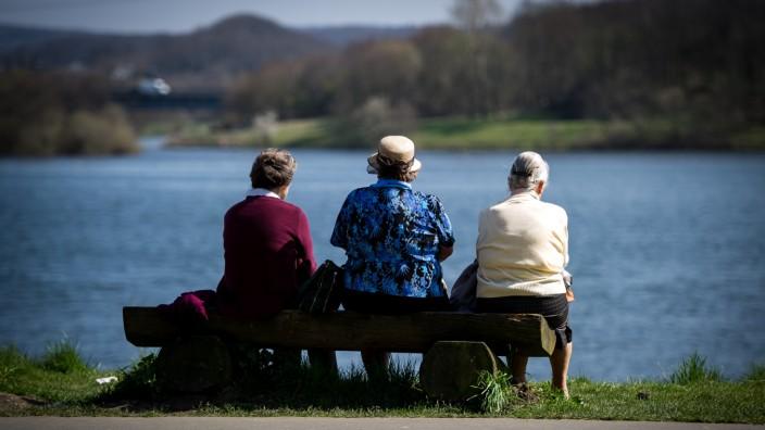 Rentner an einem See