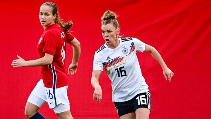 Fußball Frauen Länderspiel Deutschland - Norwegen am 13.04.2021 in der Brita-Arena in Wiesbaden Linda Dallmann ( Deutsch; Linda Dallmann