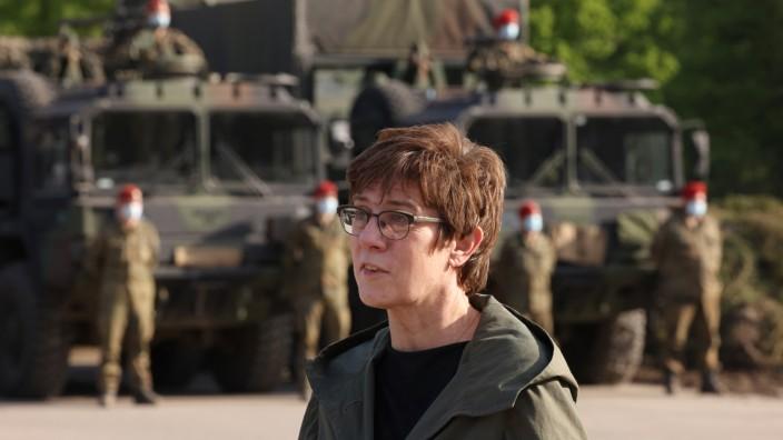 """""""Alles auf einem guten Weg"""", sagt Verteidigungsministerin Annegret Kramp-Karrenbauer (CDU), hier bei einem Besuch der Truppe in Münster."""