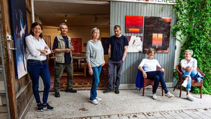 Poing Künstler der Gruppe KUNSTSTOFF Rosemarie Hingerl, Norbert Haberkorn,  Conny Boy,  Karl Orth, Conni Propstmeier und Inge Schmidt