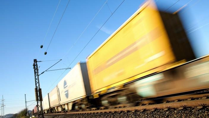 fahrender Güterzug PUBLICATIONxINxGERxSUIxAUTxHUNxONLY 1083400640
