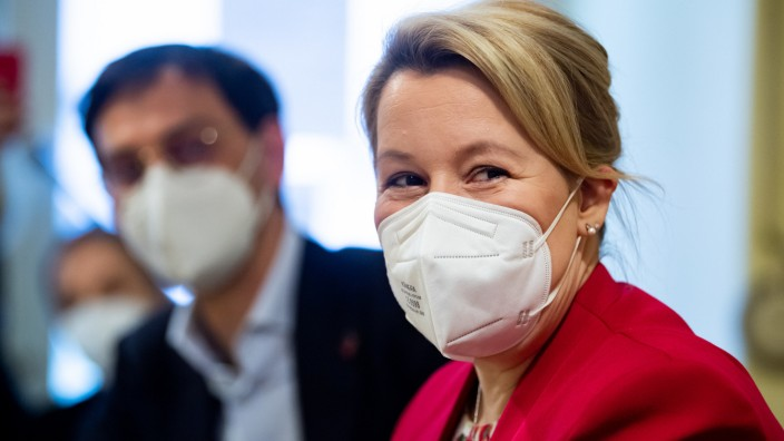 Franziska Giffey im Wahlkampf - Teestube Neukölln