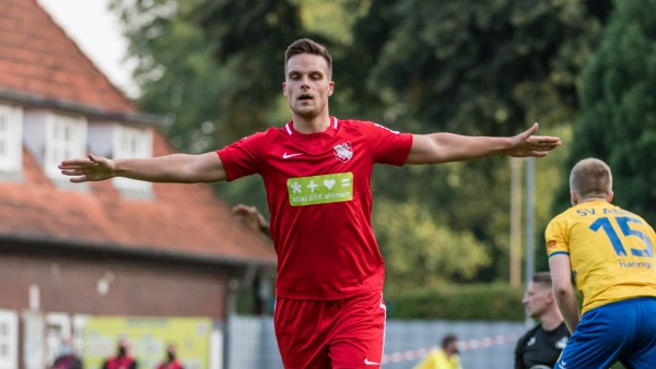 Jubel 1:5, Yannik Jaeschke (TSV Havelse 11) bejubelt seinen Treffer zum 1:5 gegen Florian Urbainski (SV Altas Delmenhor