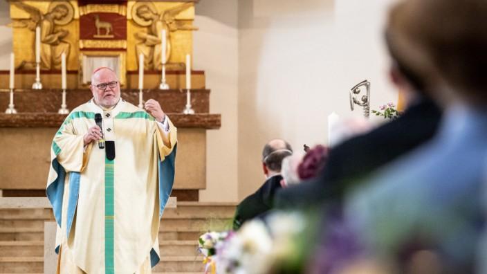 Marx feiert Gottesdienst mit Altarweihe