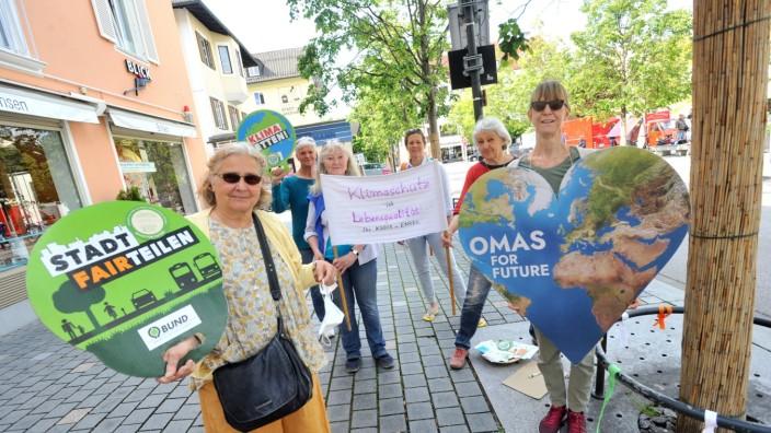 Starnberg: Mahnwache - 'Omas for future'