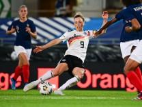 Fußball Frauen Länderspiel Frankreich - Deutschland am 10.06.2021 im Stade de la Meinau in Straßburg Svenja Huth ( Deuts