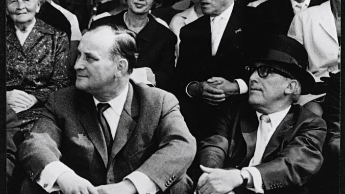 Werner Haftmann und Arnold Bode bei der Eröffnungsfeier der documenta 3, 1964