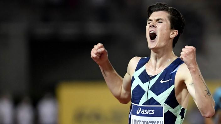 Jakob Ingebrigtsen of Norway reacts after winning the 5000m Men during the Wanda Diamond League Golden Gala meeting at t