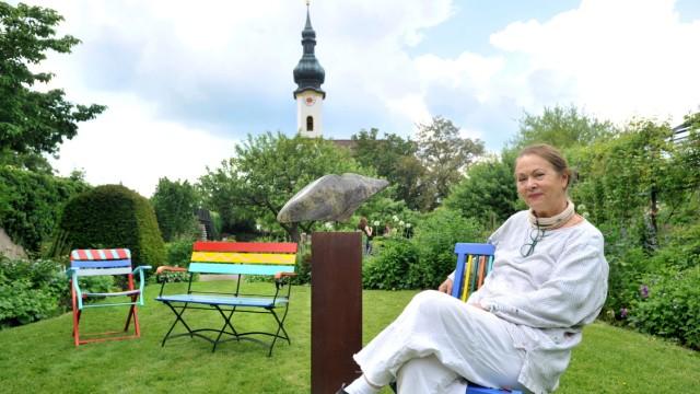 Starnberg: Schlossgarten-  Ausstellung VERÄNDERUNG von Renate Hofer