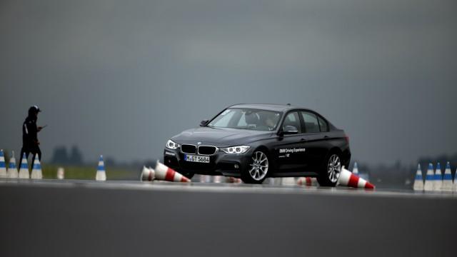 Bruck: BMW Driving Experience  auf dem ehemaligen Fliegerhorst