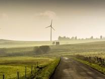 Windkraftanlagen des Windparks Cezallier Massiv Cezallier Departement Puy de Dome Auvergne Fran
