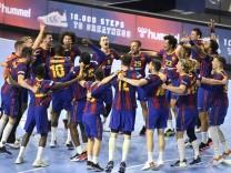Jubel und Freude bei Barcelona nach dem Gewinn von la decima, dem zehnten Titel in der Champions League, Handball, Männe