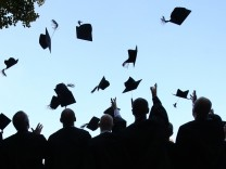 #ichbinhanna: Seit wann verspricht die Universität Stabilität fürs Leben?