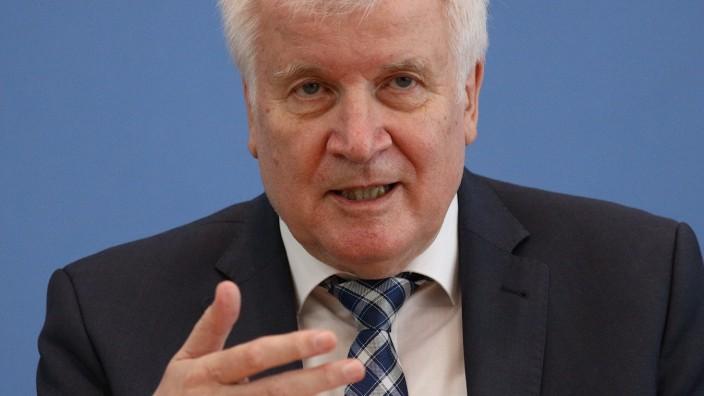 Bundesinnenminister Horst Seehofer, Verfassungsschutzbericht 2020