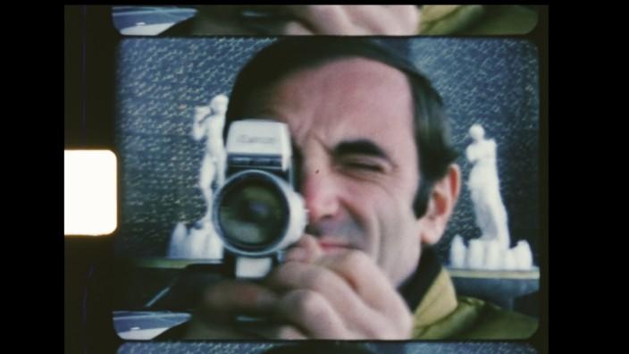 """Dokumentarfilm """"Aznavour by Charles"""": Objekt von Blicken, Subjekt des filmischen Blicks: Der Film """"Aznavour by Charles"""" zeigt den Chansonnier mit seinem eigenen Filmmaterial."""