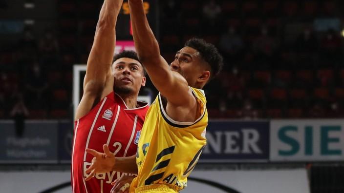 Zweikampf zwischen Wade Baldwin IV (Muenchen) und Maodo Lo (Berlin) GER, FC Bayern Basketball vs. Alba Berlin, Basketbal