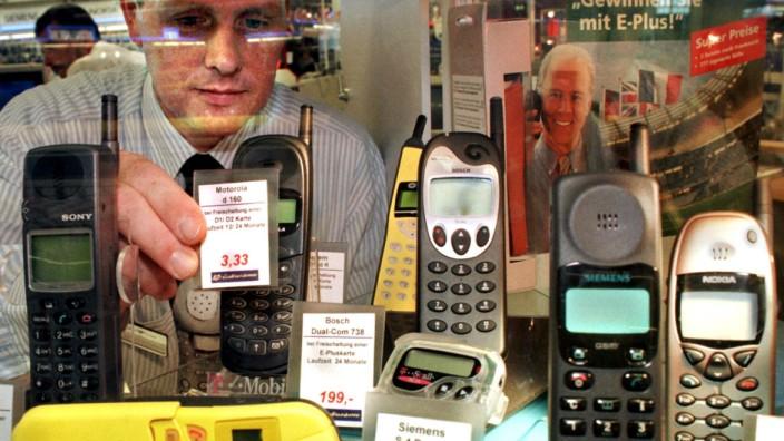 Handys im Schaufenster