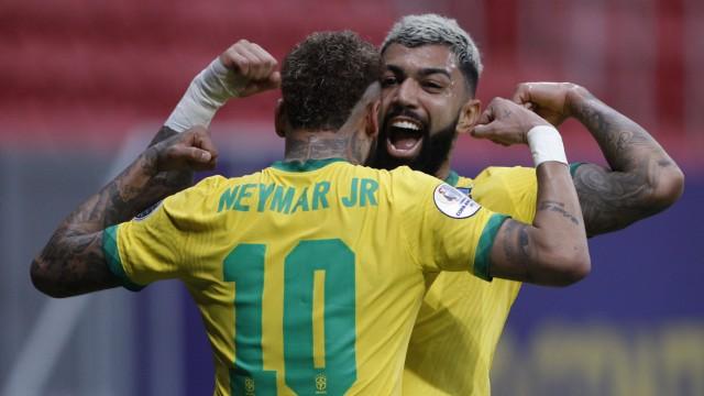 Copa América 2021 - Brasil vs Venezuela Gabriel Barbosa do Brasil comemora com Neymar o seu gol durante a partida entre