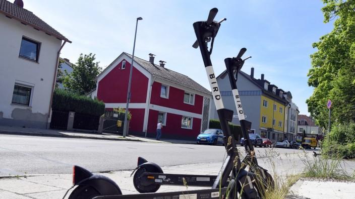 Mobilität: Die ersten 30 E-Scooter sind in der Stadt Fürstenfeldbruck bereits aufgestellt, 110 weitere sollen noch kommen.