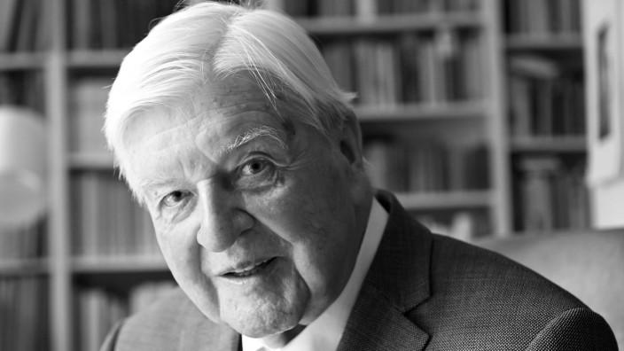 Interview mit Hans Maier zum 90. Geburtstag: Hans Maier, vor einigen Tagen in seinem Arbeitszimmer in München-Harlaching.
