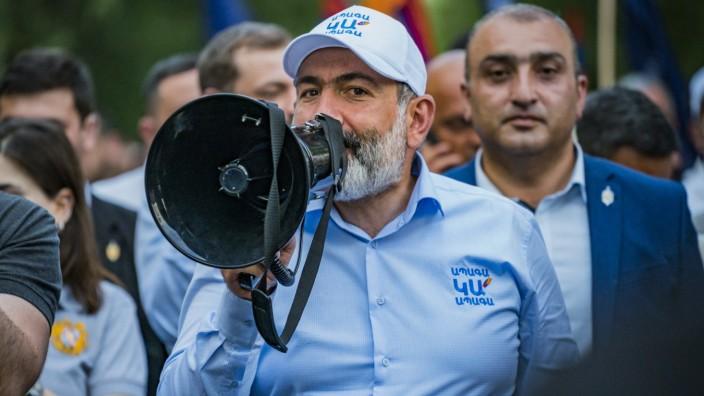 Nikol Paschinjan, Armenien