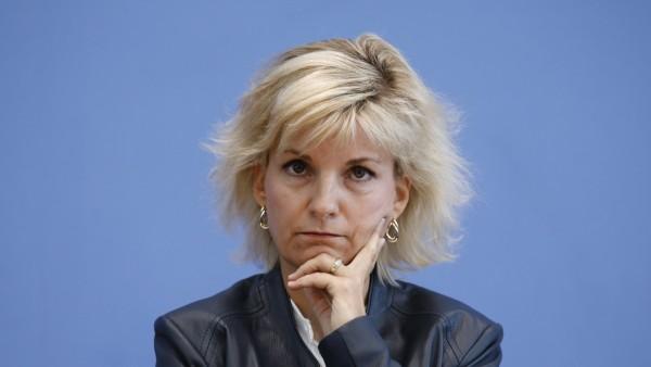 Daniela Ludwig, Drogenbeauftragte der Bundesregierung, Deutschland, Berlin, Bundespressekonferenz, Thema: Lagebericht Dr