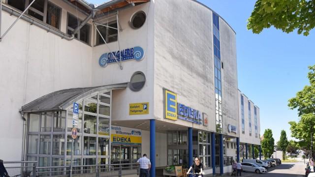 Bauvorhaben: Zu den prägenden Gebäuden der Innenstadt von Germering gehört das Gebäude der City-Galerie. Nach nicht einmal 30 Jahren soll es abgerissen und durch einen Neubau ersetzt werden.