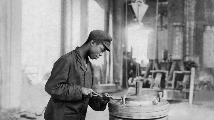 Rudolf Manga Bell, *1873-09.08.1914+, Duala king, resistance leader in the German colony of Kamerun, professional training as a machinist a the Hamburg shipyard of 'Wichhorst', date unknown, around 1896