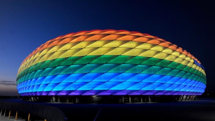 Bunte Allianz Arena zum Christopher Street Day in München, 2018