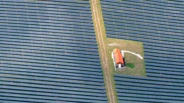 Solarfeld auf dem Land