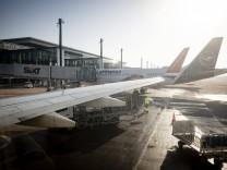 Flughafen Berlin-Brandenbunr (BER) in Brandenburg. 08.11.2020. Brandenburg Deutschland *** Airport Berlin Brandenbunr B